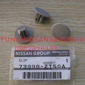 73998ZT50A Chốt nhựa trần xe Nissan Terra JD23TT Chính hãng